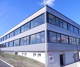 137m² moderne Bürofläche in Toplage & Topausstattung, direkt an der B34, zu vermieten !